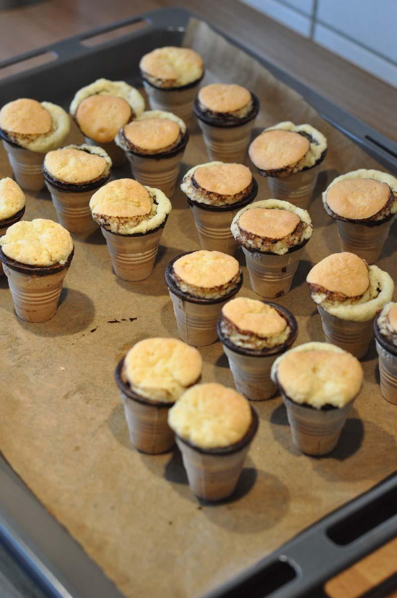 Kleine kuchen im becher